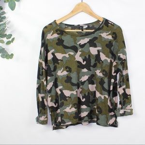 H&M Divided Camo 3/4 Sleeve Top